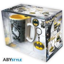 DC Comics - Batman mintás bögre + kulcstartó + kitűzők csomag